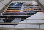 川崎駅での階段アート