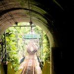 大山ケーブルカーのトンネルと線路